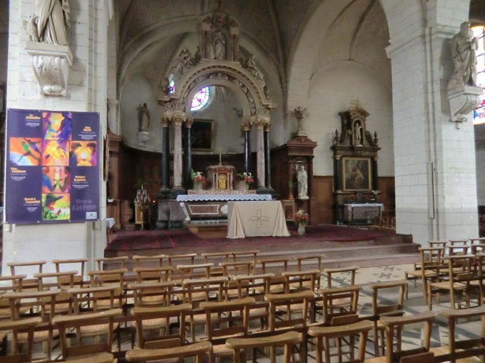 Eglise St-Pierre - St-Laurent Le 10 mars 1589, les habitants de Baugé adressent une requête au roi Henri IV pour la construction d'une nouvelle église