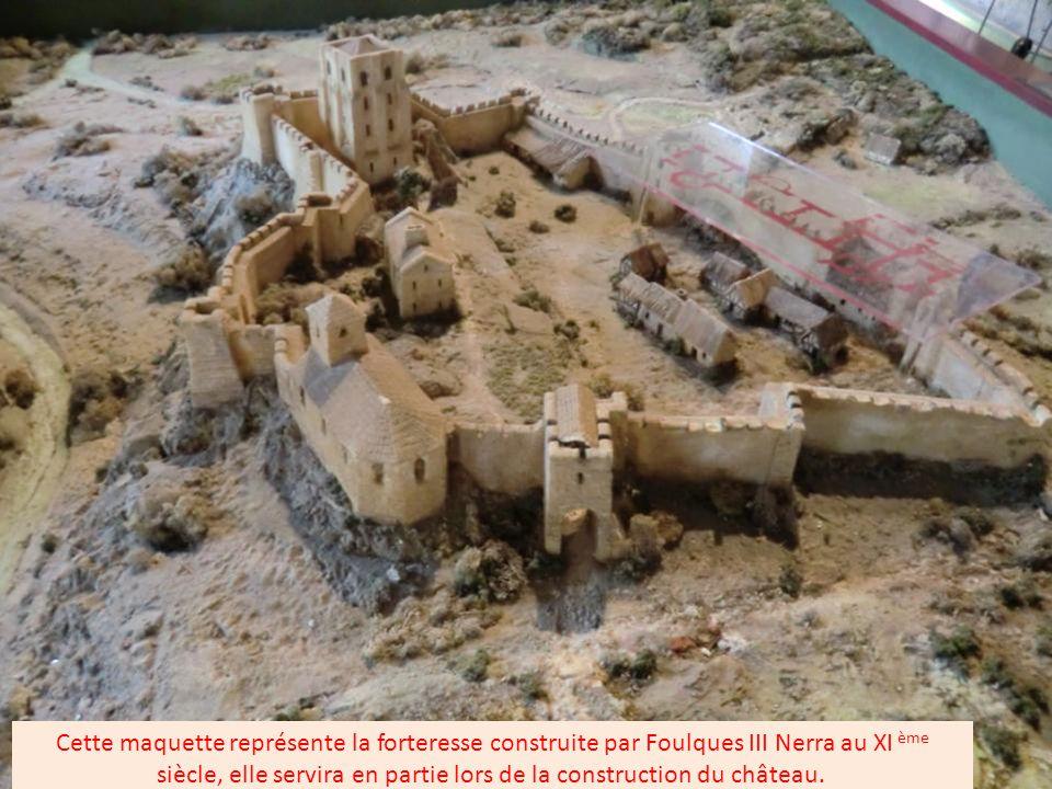 Située aux portes de l'Anjou, cette cité millénaire,