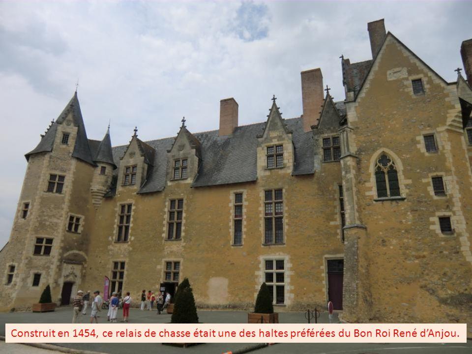 Cette maquette représente la forteresse construite par Foulques III Nerra au XI ème siècle, elle servira en partie lors de la construction du château.