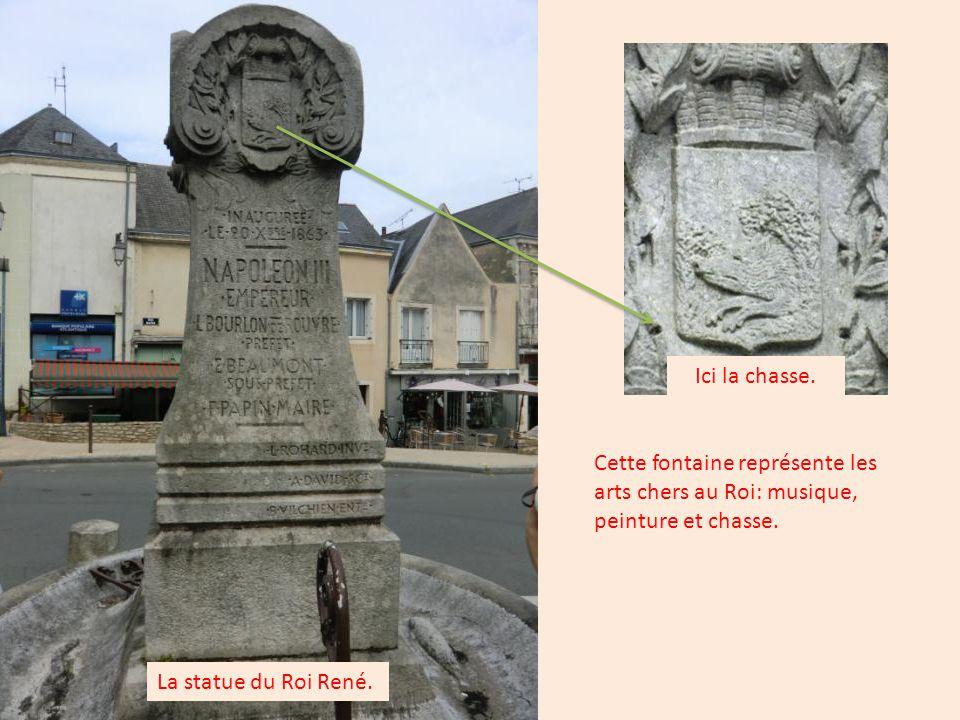 La statue du Roi René: Cette fontaine est taillée dans un seul bloc de grès.