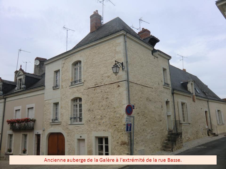 Ancienne boulangerie Cointereau, ancêtres de l actuel producteur de Cointreau à Angers, à noter la petite différence d orthographe.