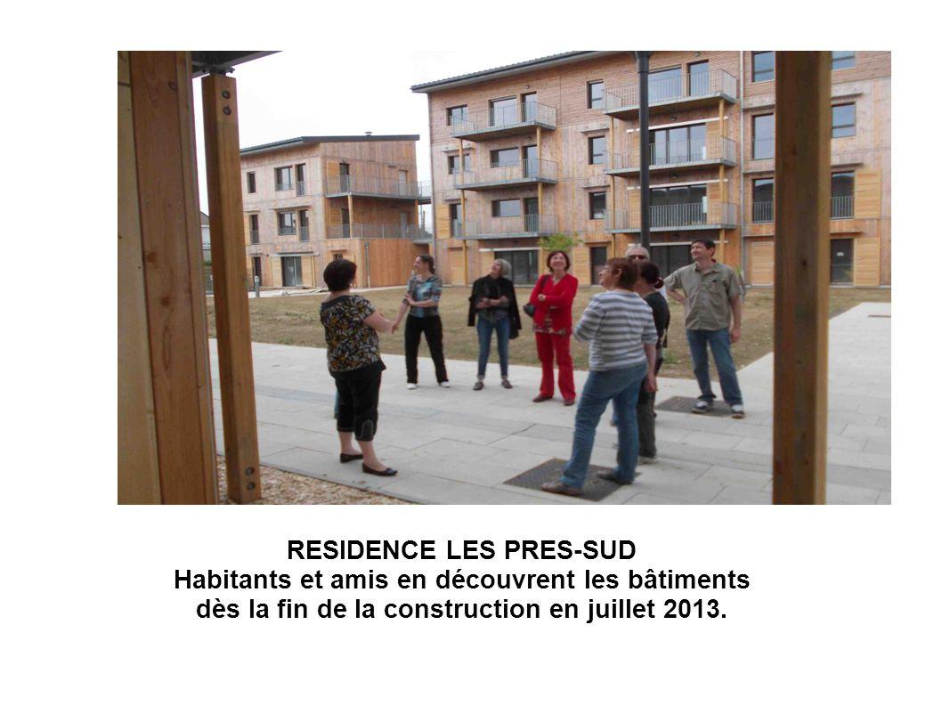 RESIDENCE LES PRES-SUD Habitants et amis en découvrent les bâtiments dès la fin de la construction en juillet 2013.