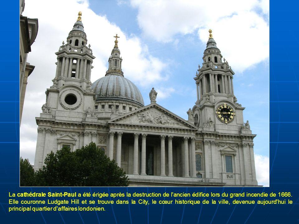 La cathédrale Saint-Paul a été érigée après la destruction de l ancien édifice lors du grand incendie de 1666.