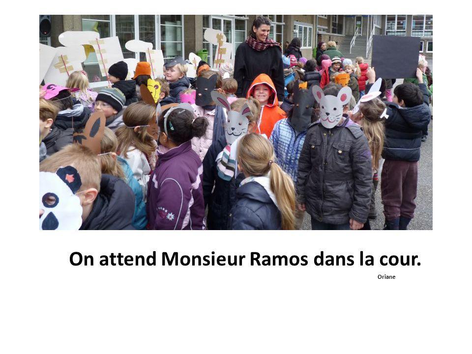 On attend Monsieur Ramos dans la cour. Oriane