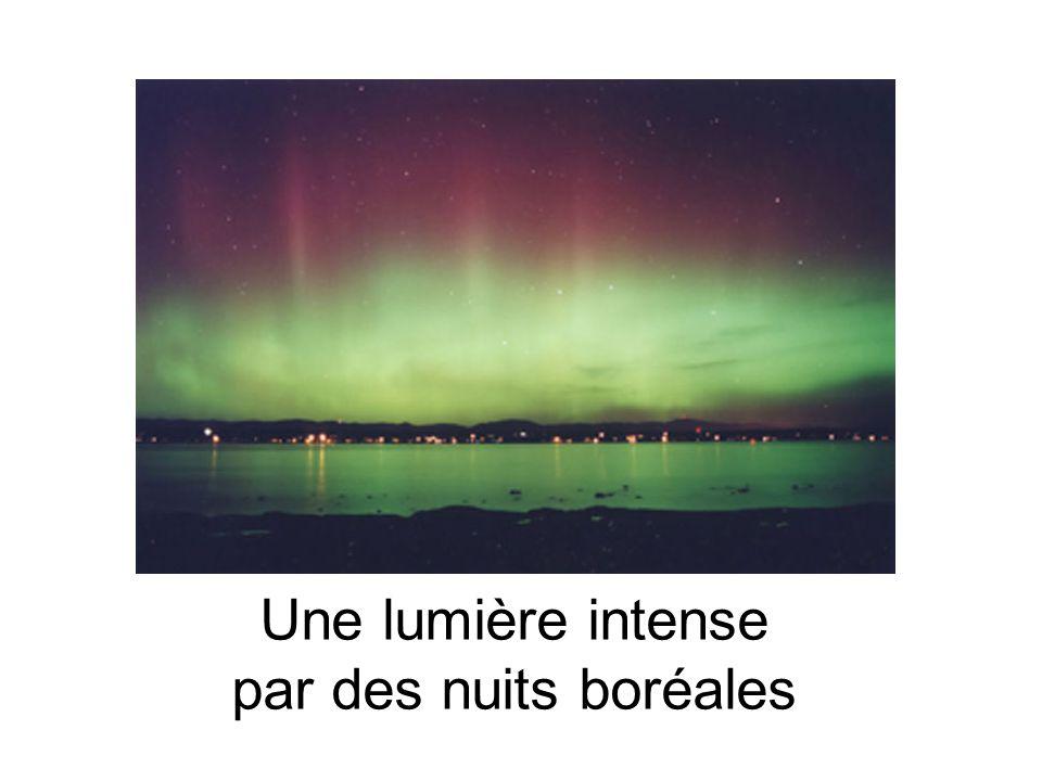 Une lumière intense par des nuits boréales