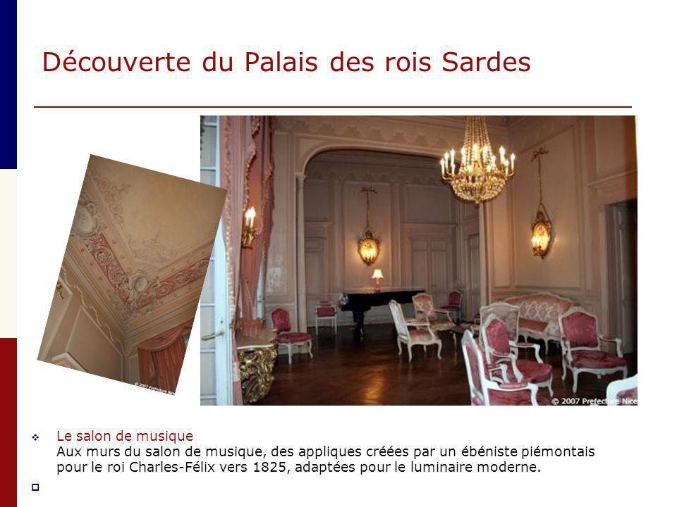Découverte du Palais des rois Sardes  Le salon de musique Aux murs du salon de musique, des appliques créées par un ébéniste piémontais pour le roi C