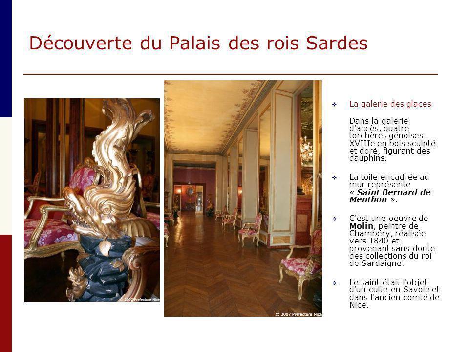 Découverte du Palais des rois Sardes  La galerie des glaces Dans la galerie d'accès, quatre torchères génoises XVIIIe en bois sculpté et doré, figura
