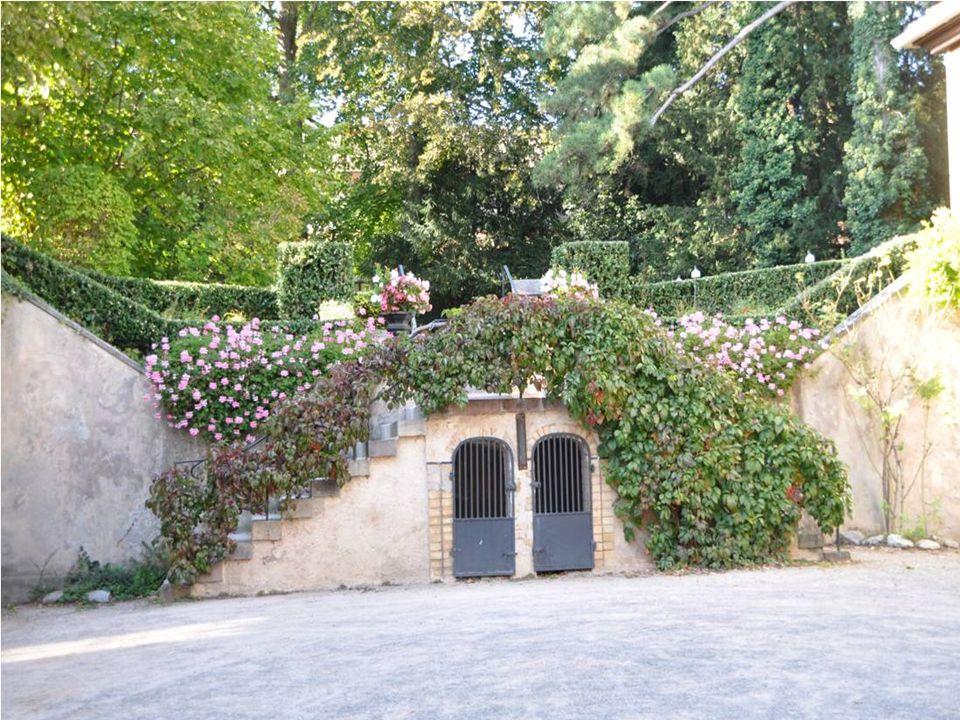 La folie de MARCO grande demeure Mi-seigneuriale, mi- bourgeoise est Devenue grâce à un legs en 1960 À la ville de Barr un musée.