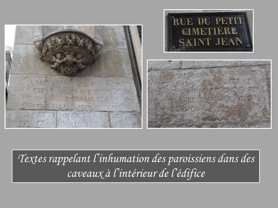 Textes rappelant l'inhumation des paroissiens dans des caveaux à l'intérieur de l'édifice