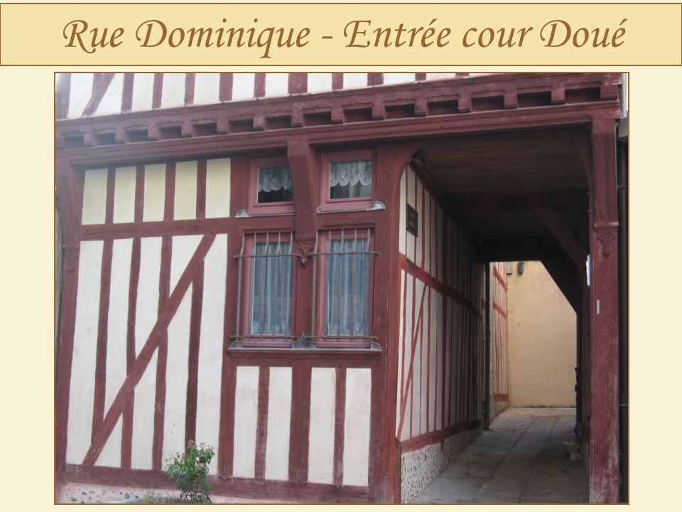 Rue Dominique - Entrée cour Doué