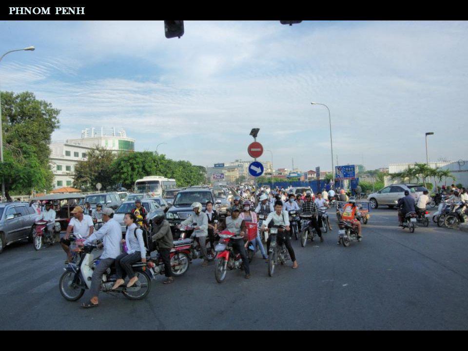 Palais Royal Statue équestre du roi Norodom I PHNOM PENH