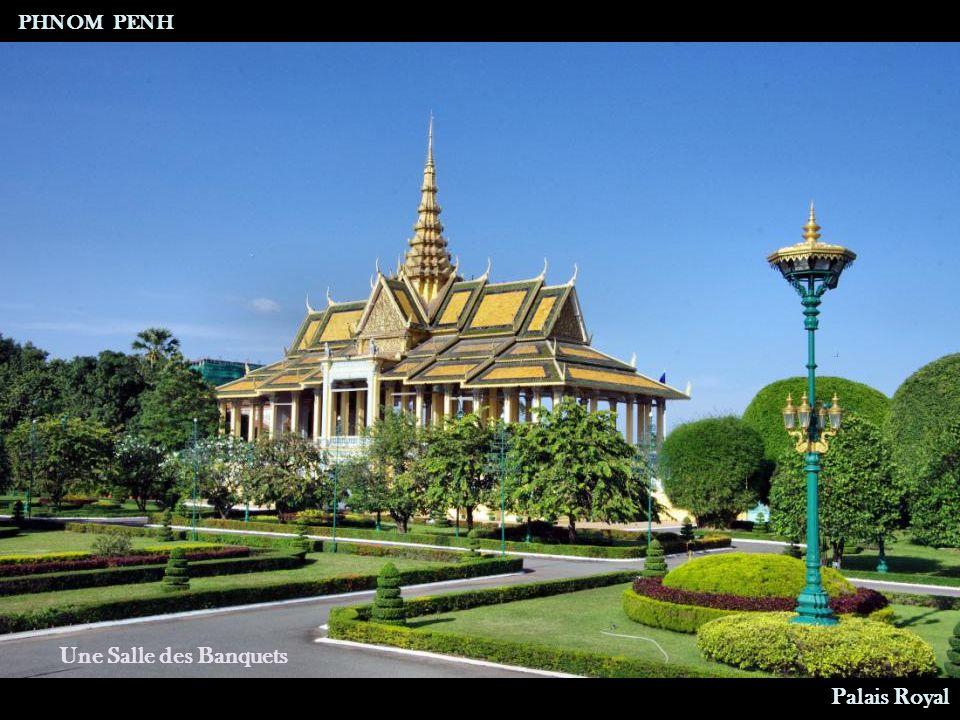 Vu du Boulevard Sisowath Palais Royal PHNOM PENH