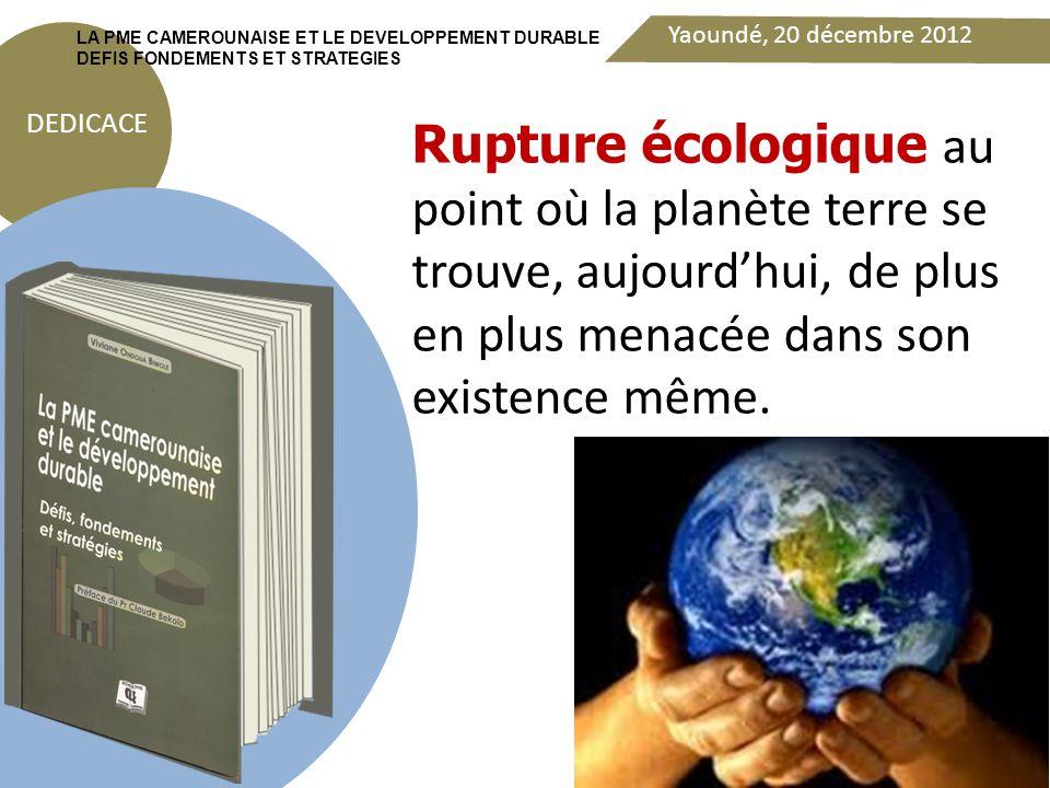 Yaoundé, 20 décembre 2012 DEDICACE LA PME CAMEROUNAISE ET LE DEVELOPPEMENT DURABLE DEFIS FONDEMENTS ET STRATEGIES La première réponse qu'il convient d'apporter est de rappeler la posture intégrée qui guide l'engagement dans le DD.