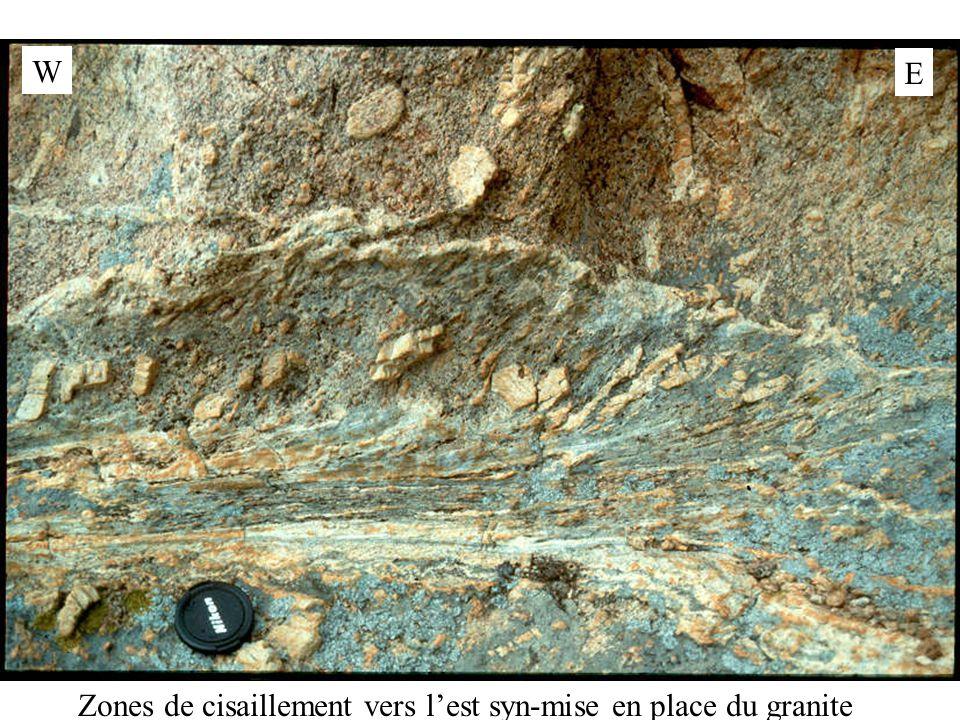 W E Zones de cisaillement vers l'est syn-mise en place du granite