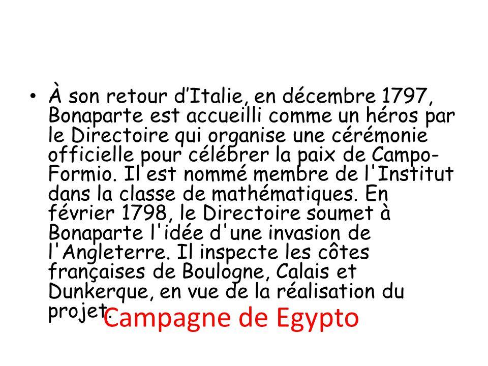 Campagne de Egypto À son retour d'Italie, en décembre 1797, Bonaparte est accueilli comme un héros par le Directoire qui organise une cérémonie offici