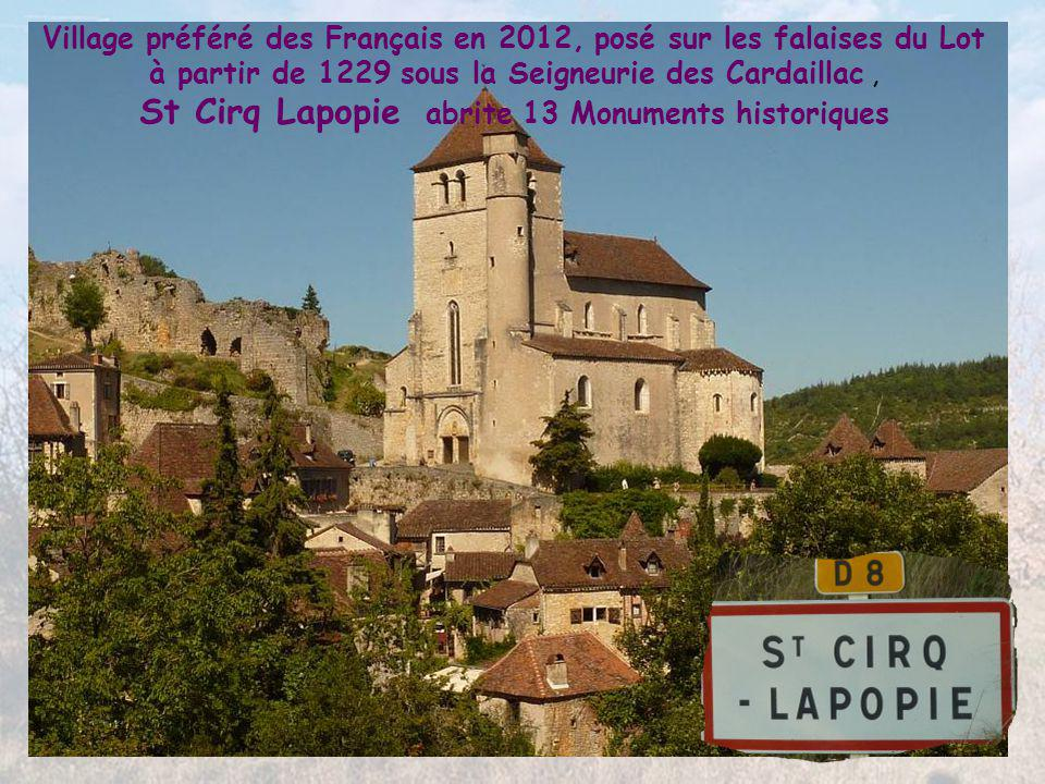 Datant de la Guerre de 100 Ans, le Château de Bouziès fut bâti directement dans la roche au-dessus de la rive appelée « Le Défilé des Anglais »