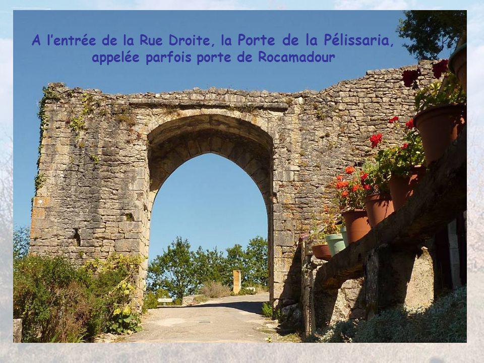 Village préféré des Français en 2012, posé sur les falaises du Lot à partir de 1229 sous la Seigneurie des Cardaillac, St Cirq Lapopie abrite 13 Monum