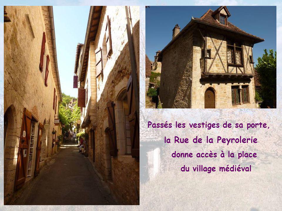 A l'entrée de la Rue Droite, la Porte de la Pélissaria, appelée parfois porte de Rocamadour