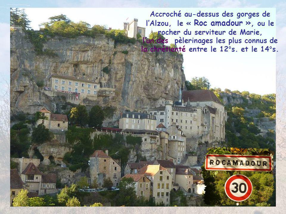 En amont de Cajarc vue sur un cingle du Lot depuis le « Saut de la Mounine » La légende raconte que pour sauver l'amour de deux jeunes gens menacés pa