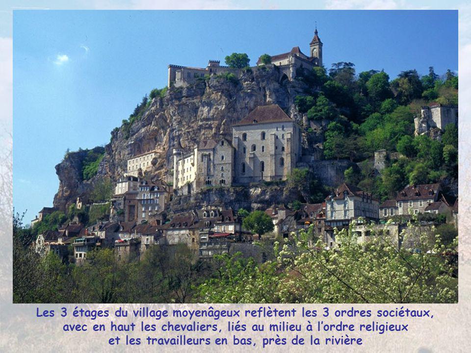Accroché au-dessus des gorges de l'Alzou, le « Roc amadour », ou le rocher du serviteur de Marie, l'un des pèlerinages les plus connus de la chrétient