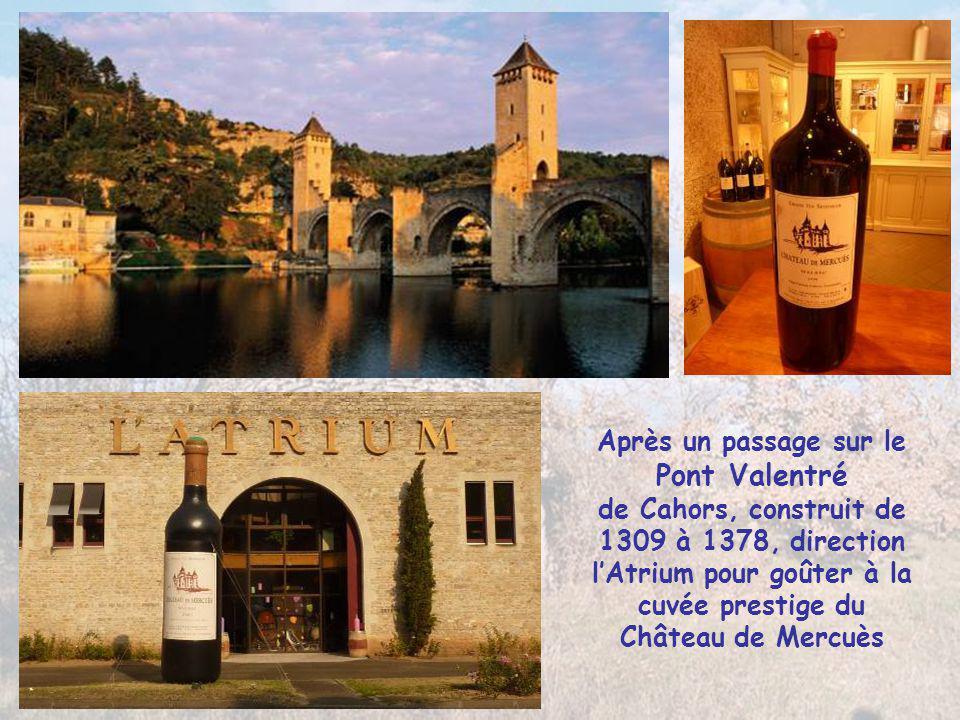En passant par le vignoble des coteaux de Cahors arrêt au Château de Mercuès Résidence d'été des Comtes Évêques de Cahors du 13° au 19°s. il a été tra
