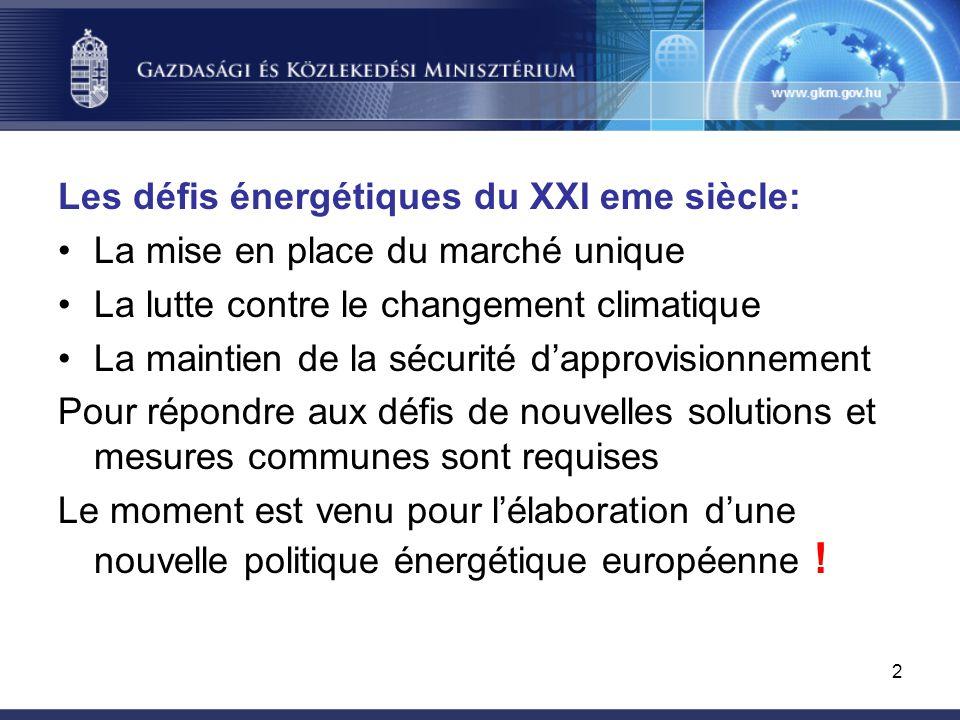 2 Les défis énergétiques du XXI eme siècle: La mise en place du marché unique La lutte contre le changement climatique La maintien de la sécurité d'approvisionnement Pour répondre aux défis de nouvelles solutions et mesures communes sont requises Le moment est venu pour l'élaboration d'une nouvelle politique énergétique européenne !