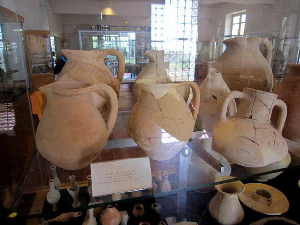 Cruches d'époque romaine Fin II e – I er S av. J-C découvertes dans la nécropole à incinération