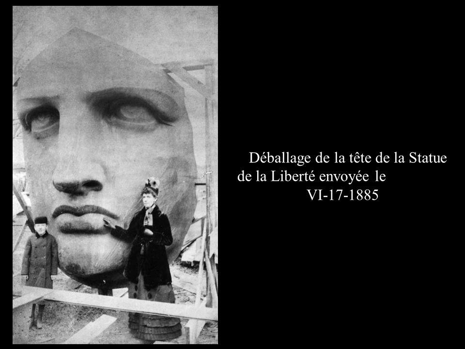 Déballage de la tête de la Statue de la Liberté envoyée le VI-17-1885