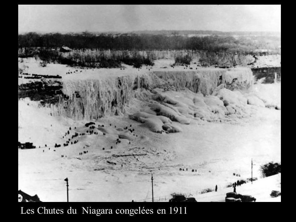 Les Chutes du Niagara congelées en 1911