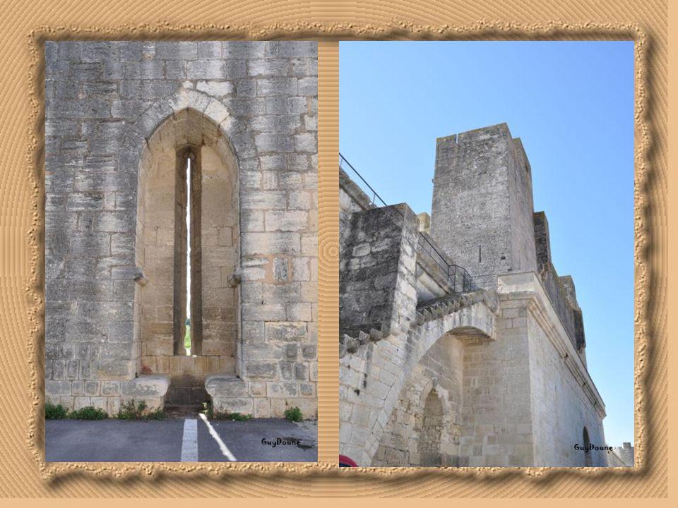 Porte des Cordeliers(ou Poterne:) Elle se situe sur la façade est des remparts. Son nom lui vient des Cordeliers, fondé à proximité par Louis IX en ré