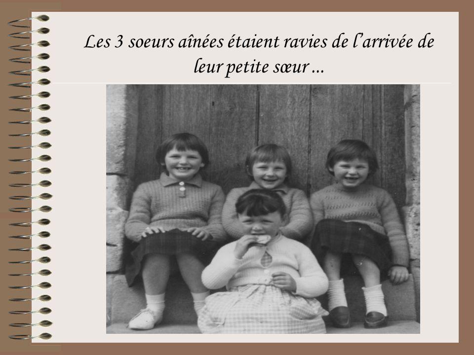 Les 3 soeurs aînées étaient ravies de l'arrivée de leur petite sœur...