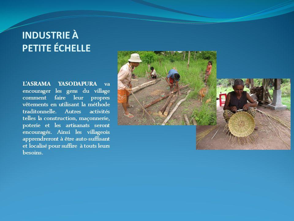 INDUSTRIE À PETITE ÉCHELLE L'ASRAMA YASODAPURA va encourager les gens du village comment faire leur propres vêtements en utilisant la méthode traditon