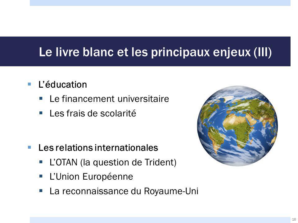 Le livre blanc et les principaux enjeux (III)  L'éducation  Le financement universitaire  Les frais de scolarité  Les relations internationales  L'OTAN (la question de Trident)  L'Union Européenne  La reconnaissance du Royaume-Uni 16