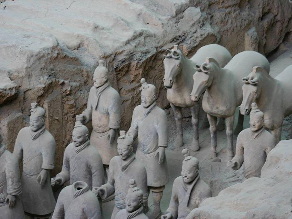 L'armée en argile cuite Tombeau de Zheng, Shi huangdi, 37ème prince des Qin, et Premier Empereur de Qin (Chine) 221-207