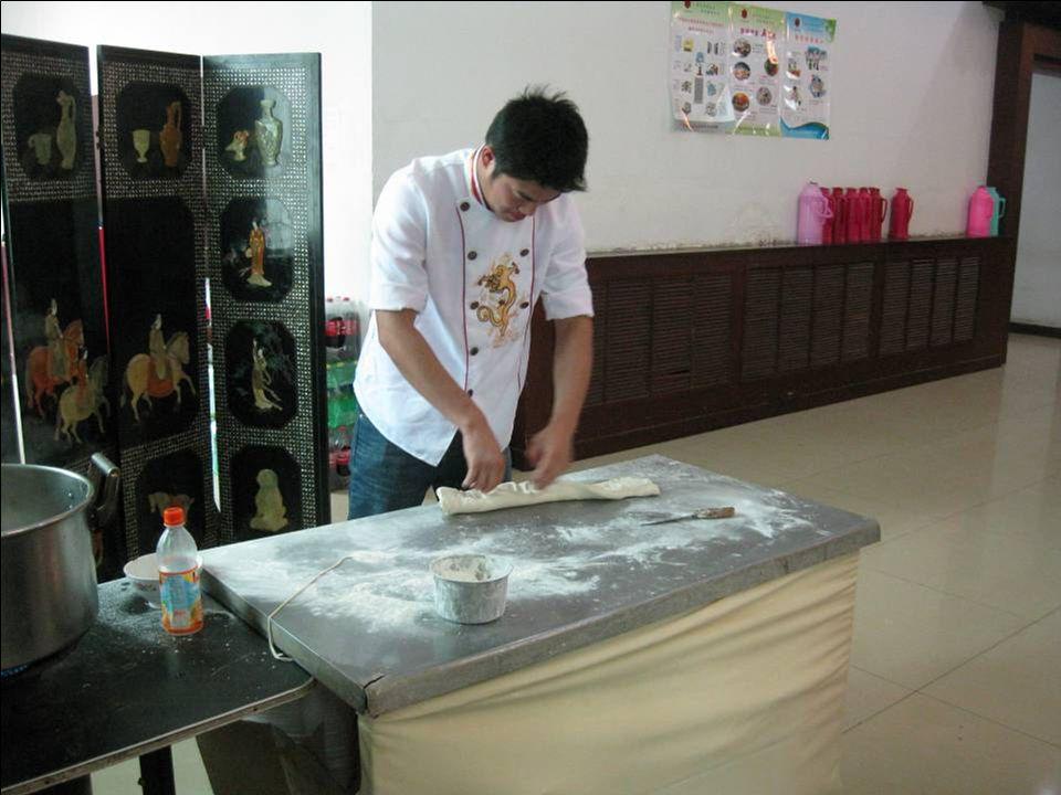Au restau : préparation des nouilles chinoises …