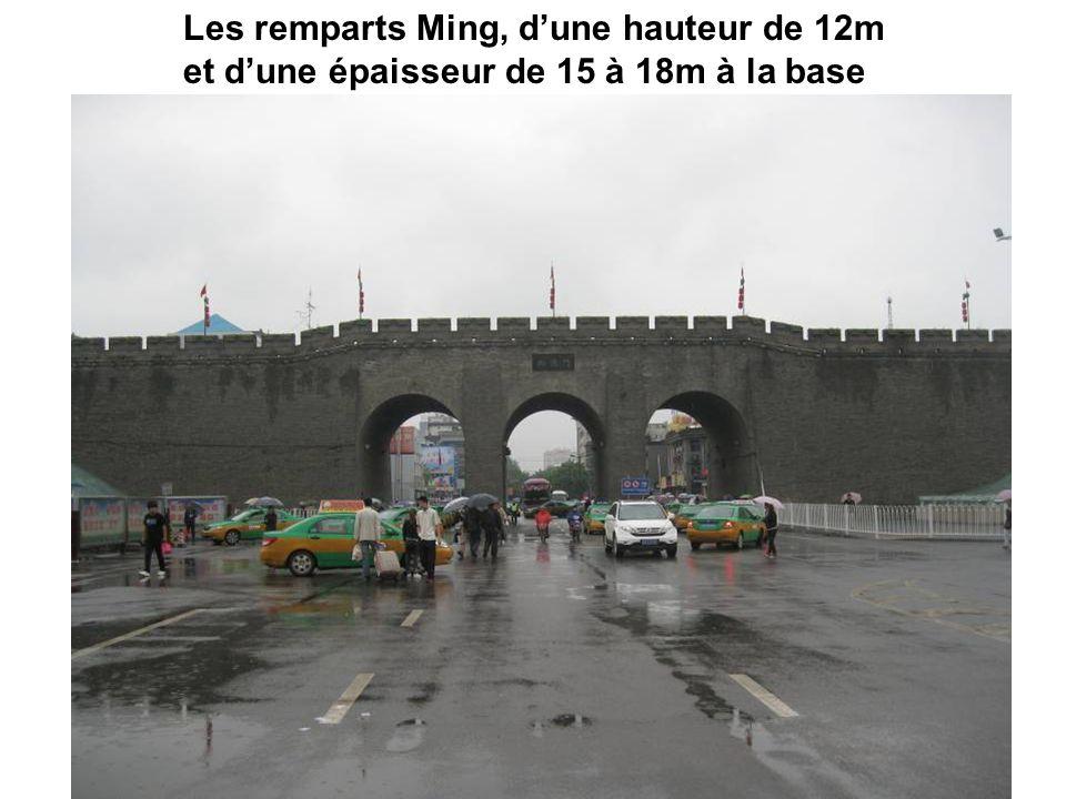 Les remparts Ming, d'une hauteur de 12m et d'une épaisseur de 15 à 18m à la base