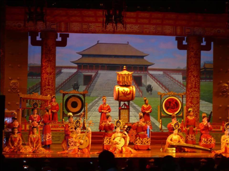 Et, maintenant, le spectacle de musique et de danses de la cour des Tang