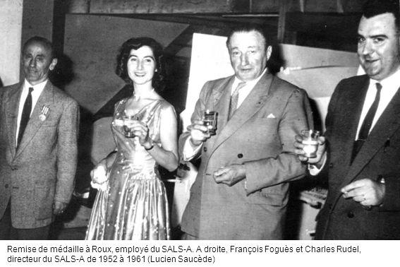 Remise de médaille à Roux, employé du SALS-A. A droite, François Foguès et Charles Rudel, directeur du SALS-A de 1952 à 1961 (Lucien Saucède)
