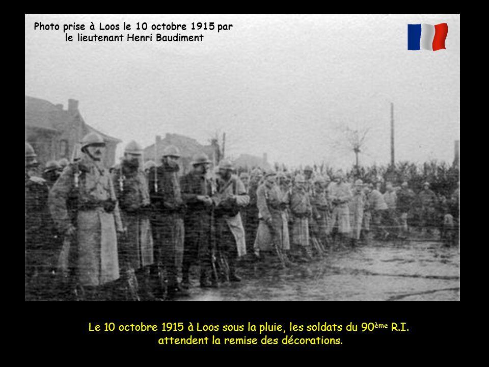 Le 30 septembre au matin, les Britanniques et les Français profitent d'une accalmie pour faire sortir les derniers habitants de Loos. Loos 10 octobre