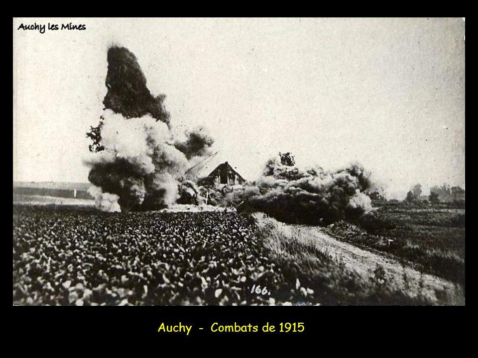Le 3 octobre 1915, sur le côté gauche du front, secteur d'Auchy, les Allemands réoccupent la redoute Hohenzollern, bouclant l'accès aux corons de la f
