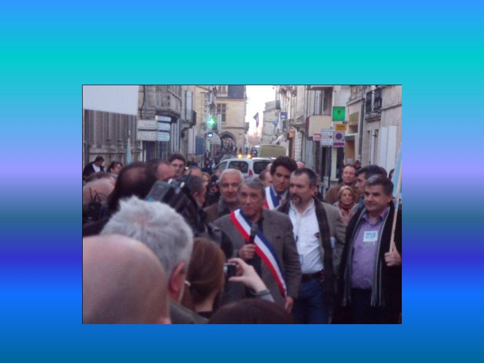 Accompagnés du Maire de Libourne aux cotés du Secrétaire Général de la FPIP, témoignent de leur indéfectible attachement au commissariat et à ses policiers