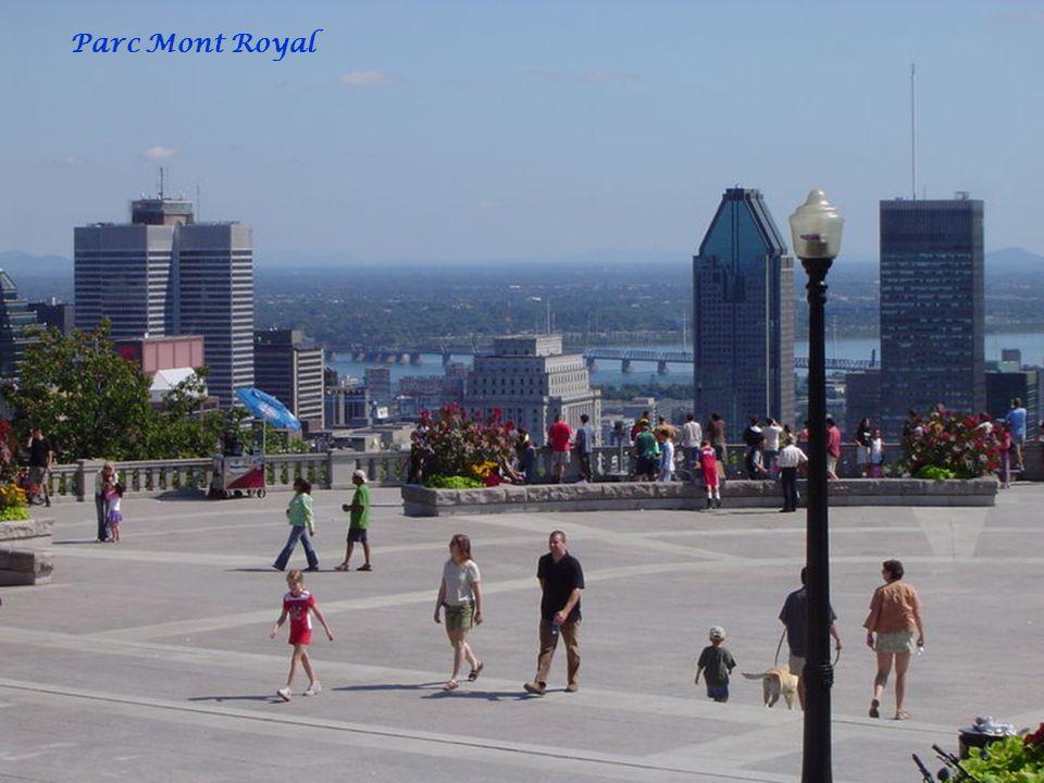MONTREAL L'île de Montréal est l'une des 17 régions administratives du Québec; sa population approche les 1,8 million d'habitants, tandis qu'environ 3,7 millions de personnes habitent le Grand Montréal.