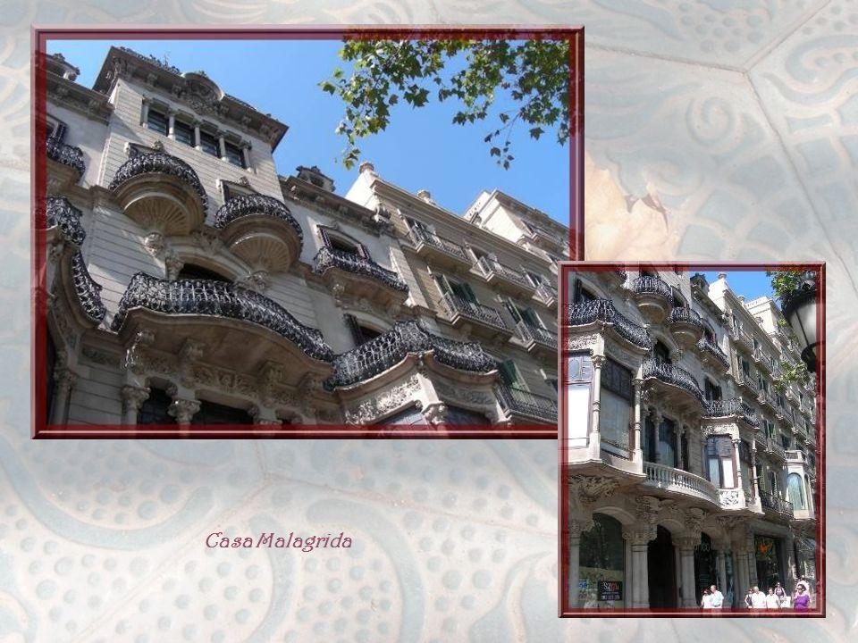 La Casa Malagrida fut réalisée par Joachim Codina I Matali, entre 1905 et 1908 et, malgré son apparence de petit palais, elle avait pour but de loger plusieurs familles.