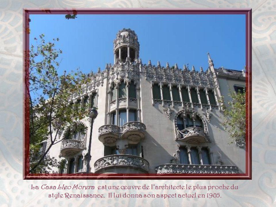 Nous pénétrons dans la Mansana de la Discordia, véritable centre symbolique du mouvement Modernisme.