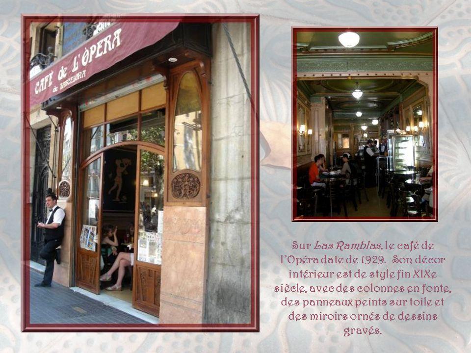 Plusieurs boutiques témoignent encore de cette période du Modernisme. La camiserie Bonet fut fondée, en 1890, et gérée jusqu'à la fin de 2002 par la t