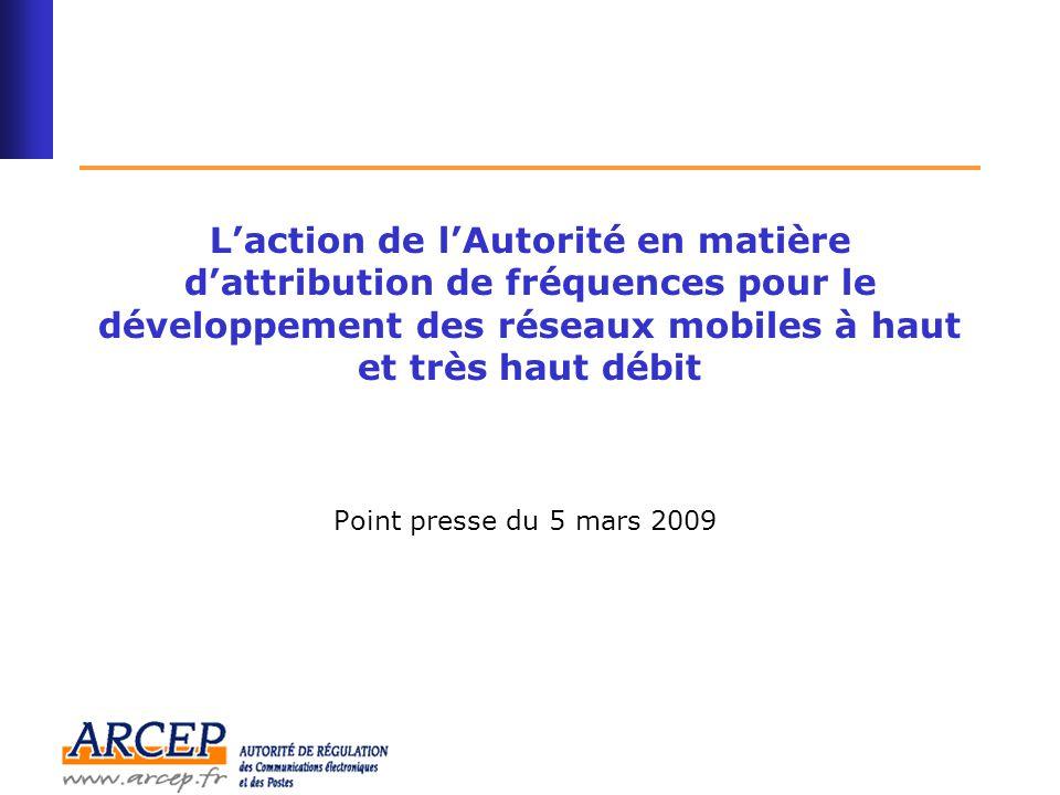 2 Sommaire Introduction : la stratégie française en matière d'attribution de fréquences pour les réseaux mobiles à haut et très haut débit........................3 Le très haut débit mobile (« 4G ») : la consultation publique de l'ARCEP dans les bandes de fréquences 2,6 GHz et 800 MHz ……… 5 Le haut débit mobile (« 3G ») : 4 ème licence 3G et fréquences résiduelles en 2,1 GHz ………..
