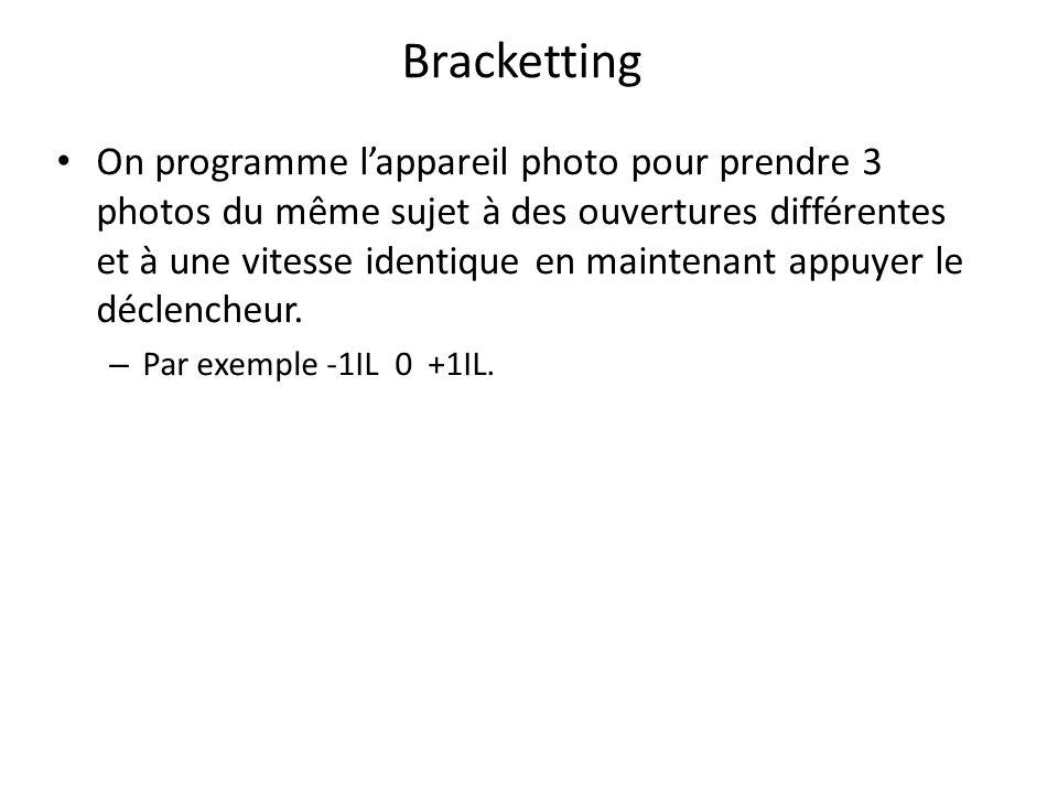 Bracketting On programme l'appareil photo pour prendre 3 photos du même sujet à des ouvertures différentes et à une vitesse identique en maintenant appuyer le déclencheur.