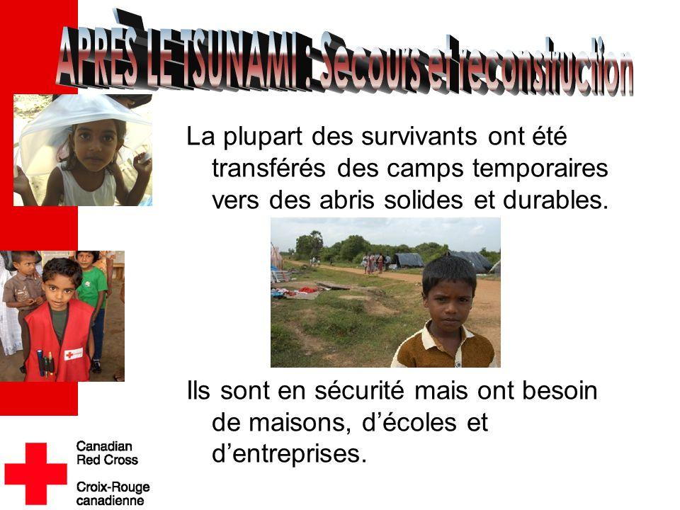 La plupart des survivants ont été transférés des camps temporaires vers des abris solides et durables. Ils sont en sécurité mais ont besoin de maisons