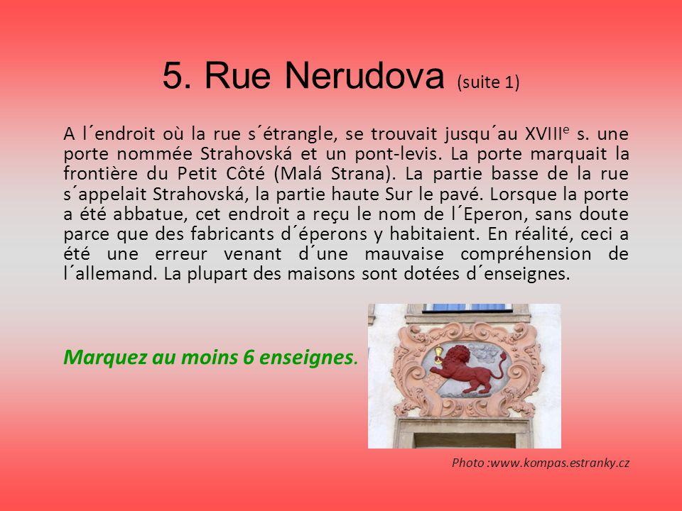 5. Rue Nerudova (suite 1) A l´endroit où la rue s´étrangle, se trouvait jusqu´au XVIII e s. une porte nommée Strahovská et un pont-levis. La porte mar