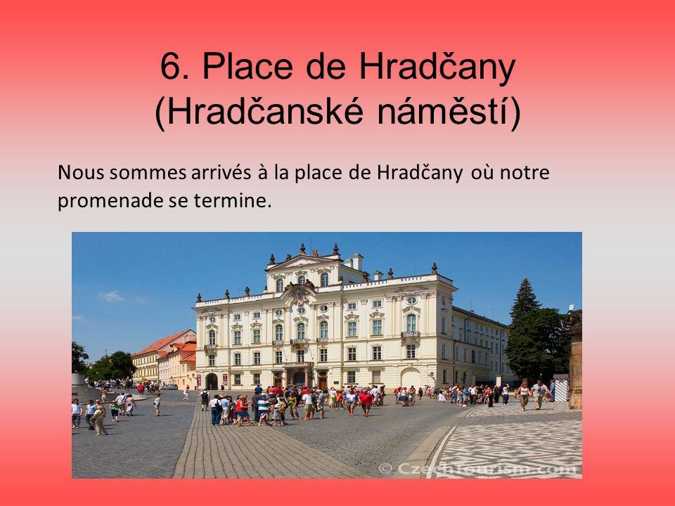 6. Place de Hradčany (Hradčanské náměstí) Nous sommes arrivés à la place de Hradčany où notre promenade se termine.